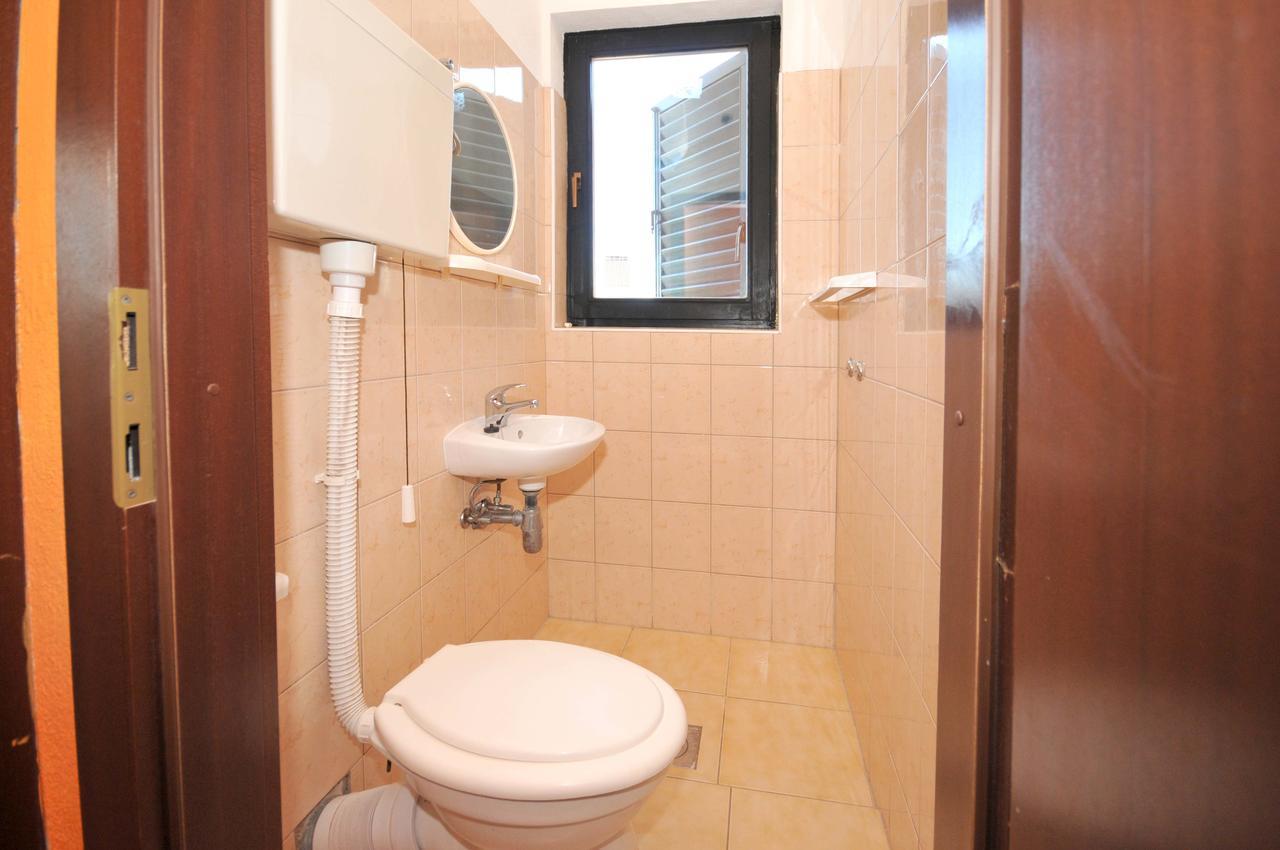 okrug-donji-apartment-bathroom-2-1-l.jpg
