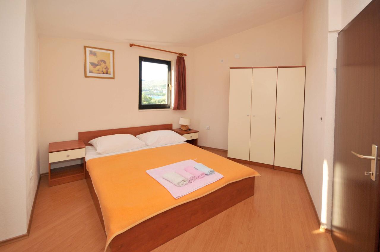 okrug-donji-apartment-bedroom-1-l.jpg