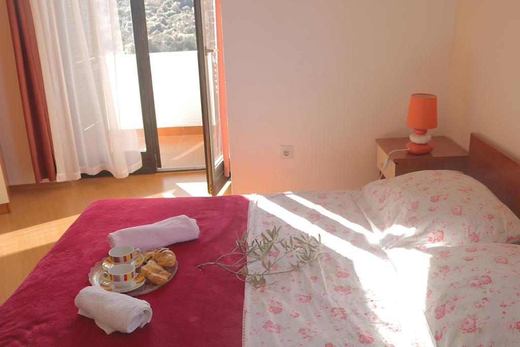 okrug-donji-apartment-bedroom-2-l.jpg