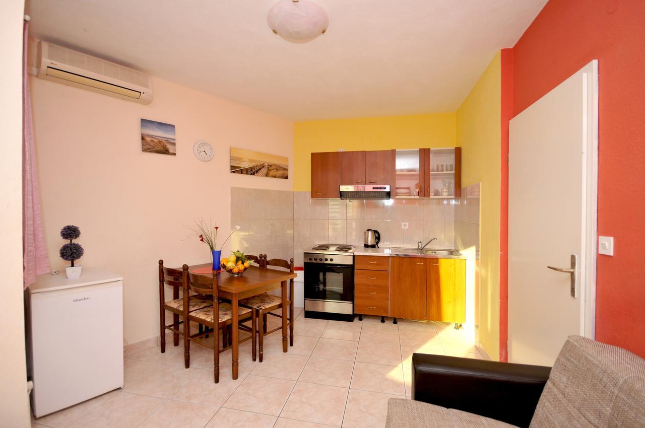 okrug-donji-apartment-kitchen-1-l.jpg