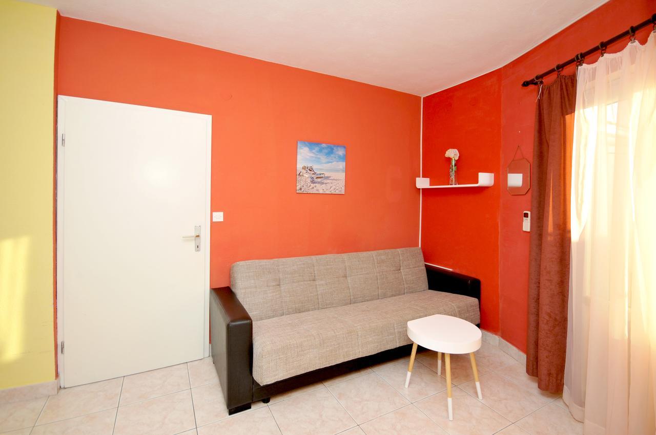 okrug-donji-apartment-living-room-1-l.jpg