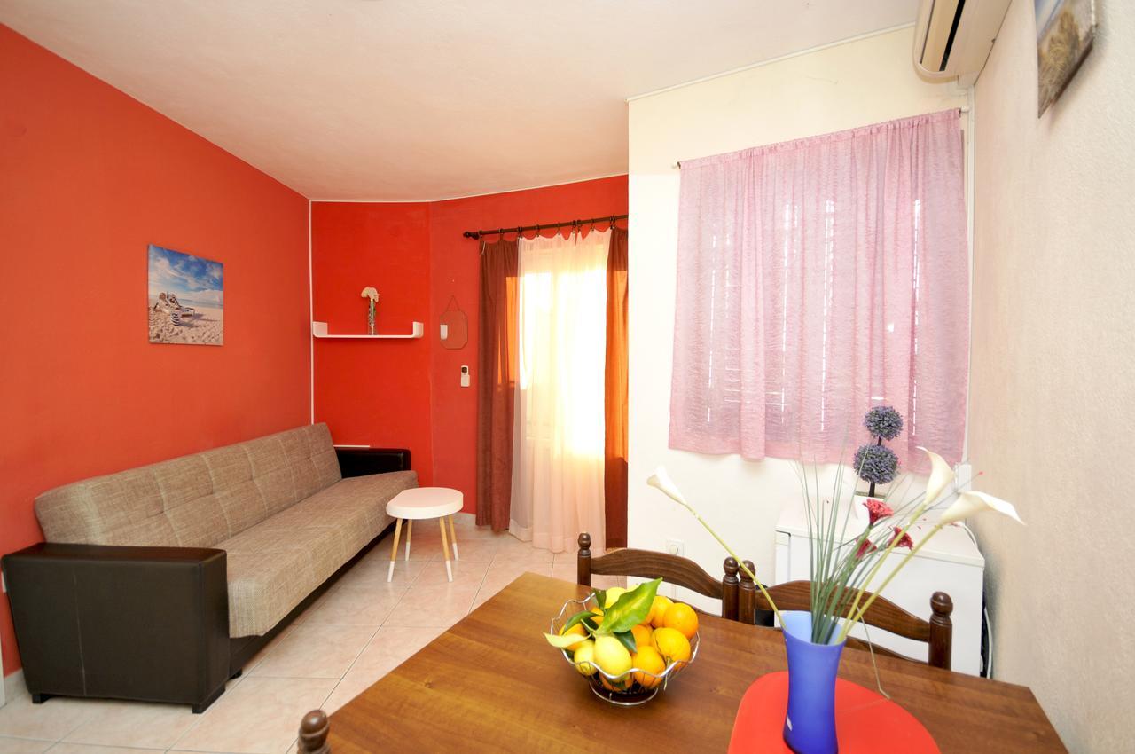 okrug-donji-apartment-living-room-2-l.jpg